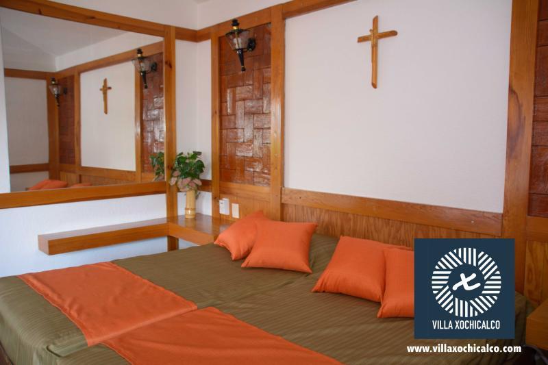 Habitación 2 en planta alta, dos individuales con opción a king size y sillón cama matrimonial.