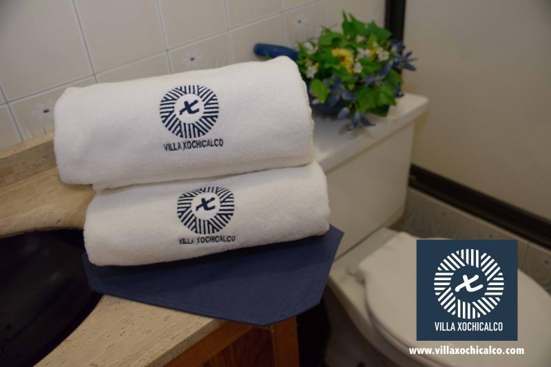 Juego de toallas personalizado, te sentirás en un hotel de lujo.