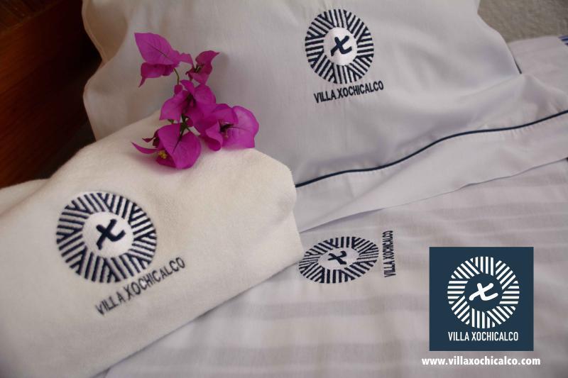 Sábanas y colchas fabricadas especialmente para Villa Xochicalco