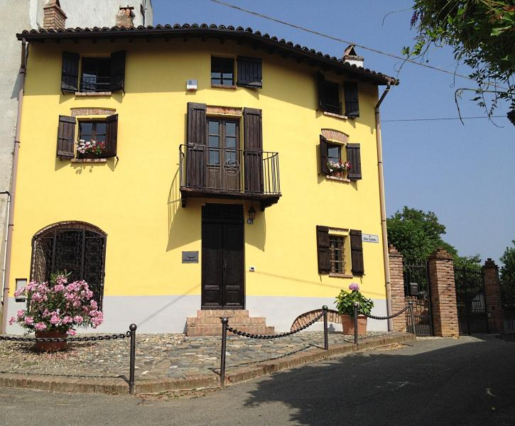 Ferienhaus Altes Backhaus, holiday rental in Mombaruzzo