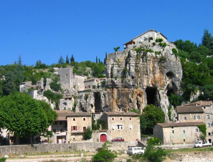 Village classé de Labeaume à visiter