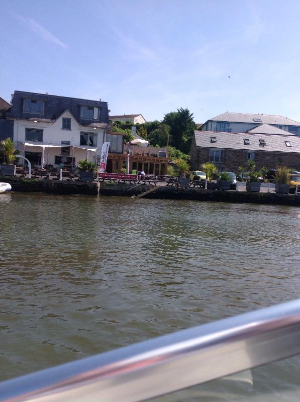 Il Crabshell Inn, sulla riva, 3.5 miglia di distanza