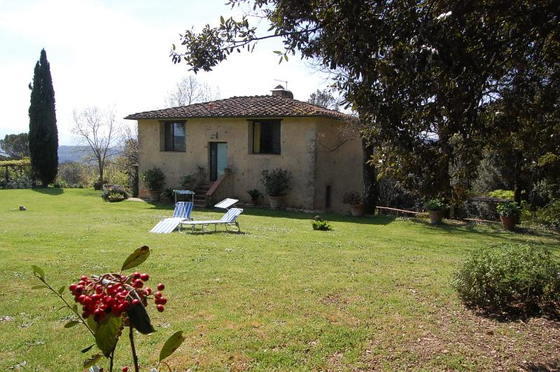 Siena countryside: quiet brigh apartment rental, location de vacances à Bagni di Petriolo