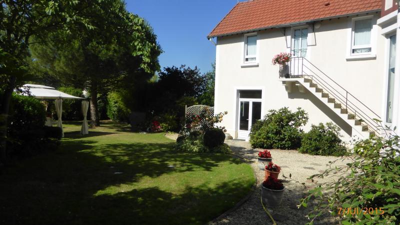 GITE DE VILLE de qualité lumineux et calme, holiday rental in Vaux-sur-Aure