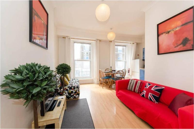 Lovely living area, perfect to relax after a long day visiting London!