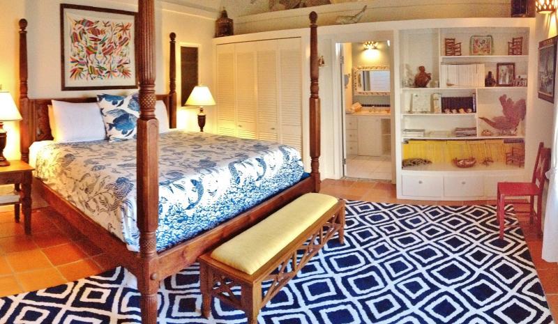 All bedrooms with king size beds, AC, Ceiling fans, en suite bathrooms & ocean views.