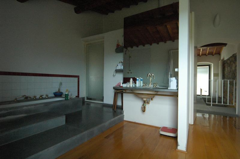 Bathroom, upstairs