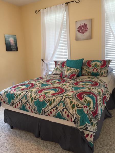 2nd floor guest room - Queen (sleeps 2)