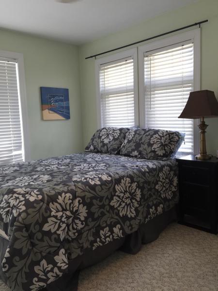 3rd floor guest room - Queen + Loft Twin (sleeps 3)