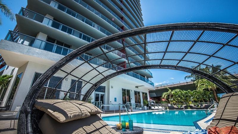 BEACHWALK RESORT 2/2 FREE BEACH SERVICE  ON 25 FL, holiday rental in Hallandale Beach