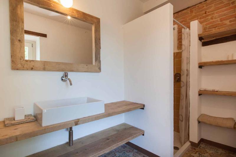 La doccia del bagno 'Le Cementine'