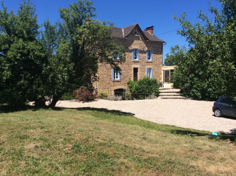 Farmhouse in Montbazens,Aveyron with private pool, holiday rental in Grand-Vabre