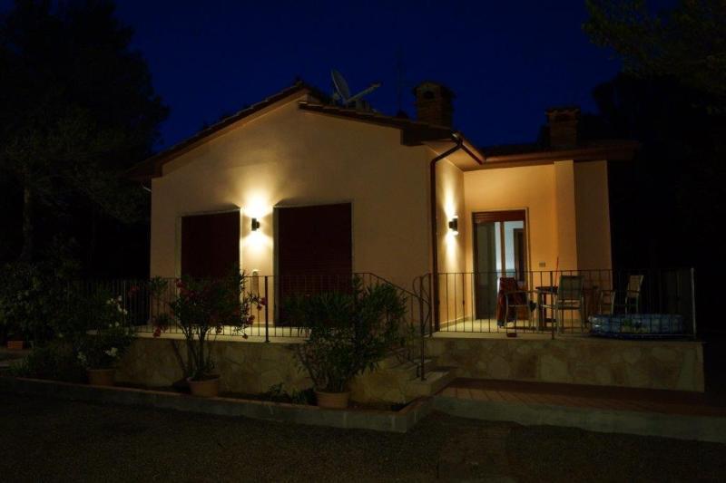 Villa con piscina a pochi km dal mare, vacation rental in Castellaccio