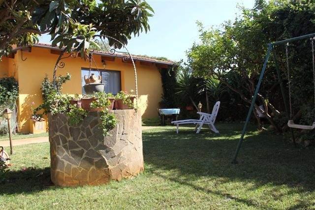 monolocale con giardino, alquiler vacacional en Zerfaliu