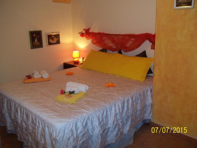 SICILIA BEDDA - Camera Gilda, vacation rental in Joppolo Giancaxio