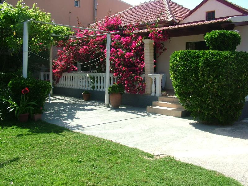 Villa Spiridoula, one bedroom apartment, holiday rental in Avliotes