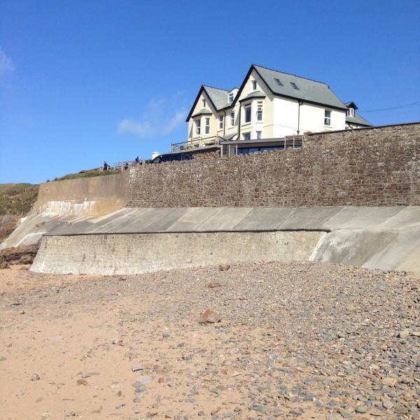 Lägenhet med utsikt över stranden bokstavligen ett stenkast!