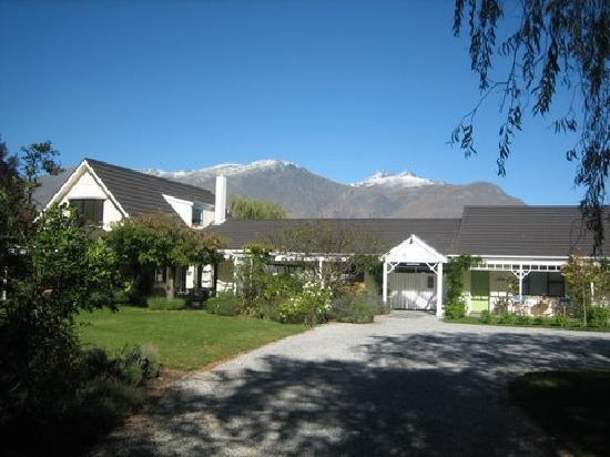 Main house on property with Remarkables mountain range behind