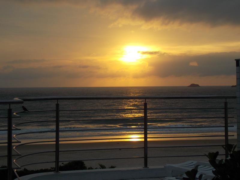 LINDA COBERTURA 'PÉ NA AREIA' - PRAIA DOS INGLESES, alquiler de vacaciones en Florianópolis