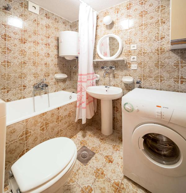 A2 (2 + 1): Bad mit WC