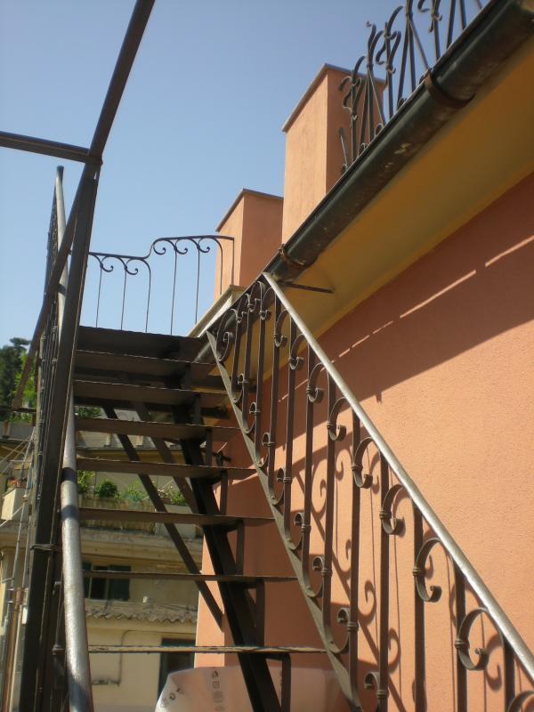 l'accès au deuxième niveau de la terrasse