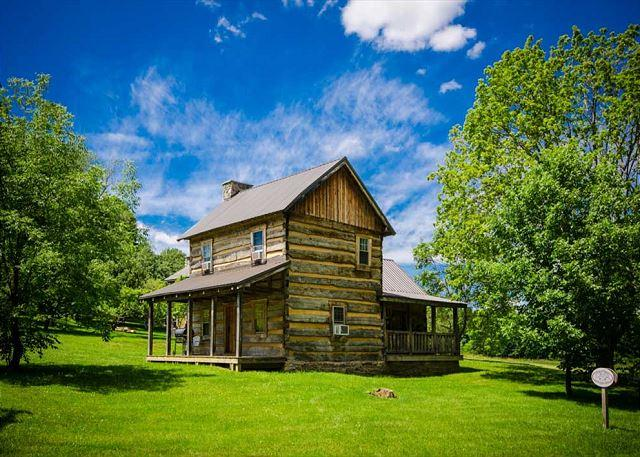 OVR's Orndorff Cabin-AUTHENTIC,Primitive &cozy CABIN in the MOUNTAINS OF PA!!, vacation rental in Confluence