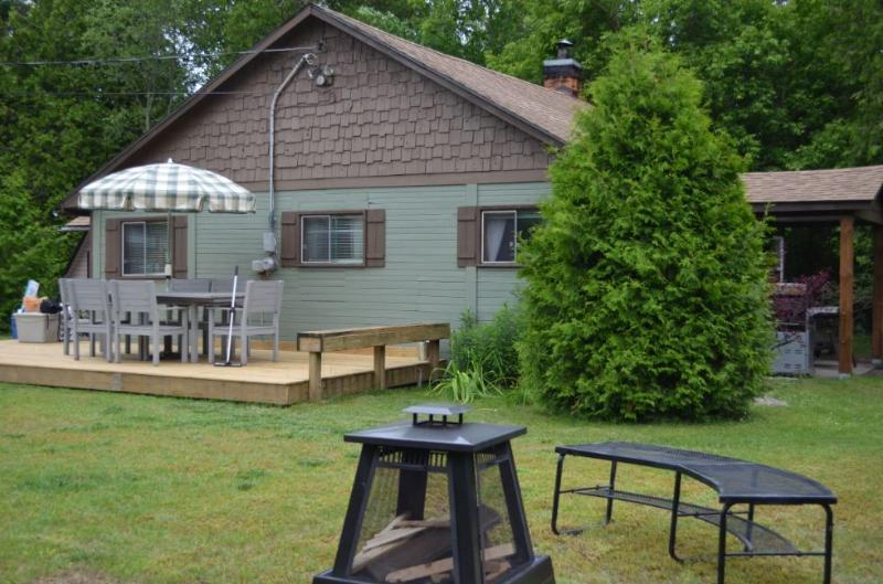 Sauble Beachside Retreat - Sandy Trail Lodge, vacation rental in Shallow Lake