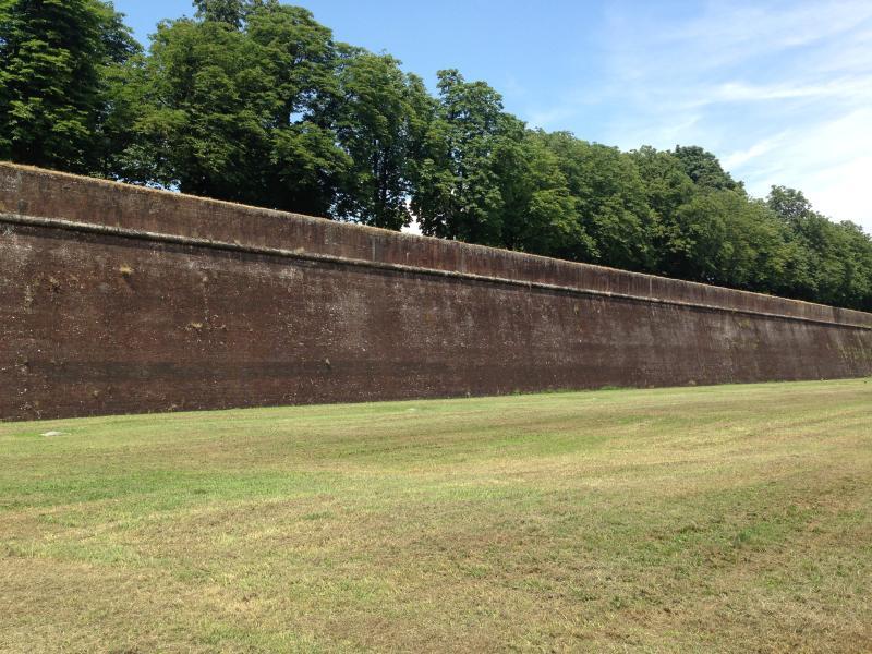 Ver os sobre as muralhas de Lucca