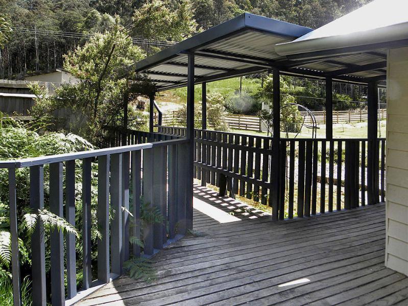 Rear verandah & enterance