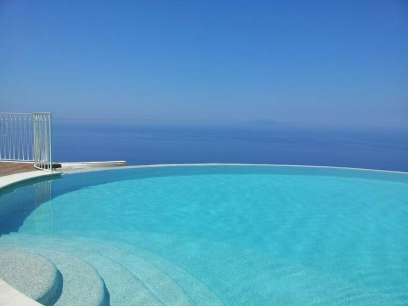APERITIF ON THE SWIMMING POOL OF HOTEL RELAIS BLU
