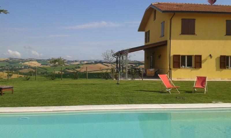 villa Olesia   camera con vista!, holiday rental in Ostra Vetere