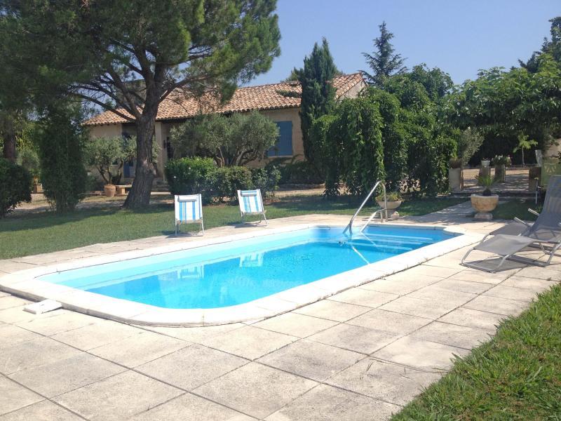 Mas des collines,Gite a louer sur Fontvieille Provence-Alpilles, proche des Baux, vacation rental in Arles
