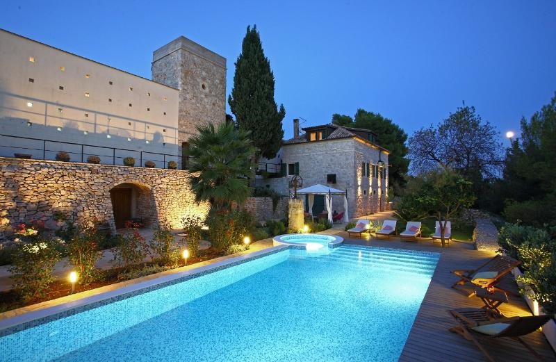 Villa Dojmi, holiday rental in Vis