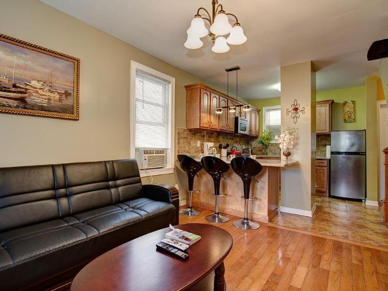4 Bedrooms 6 Beds 2 Sofa Beds 2 Baths Sleeps 10, vacation rental in Queens