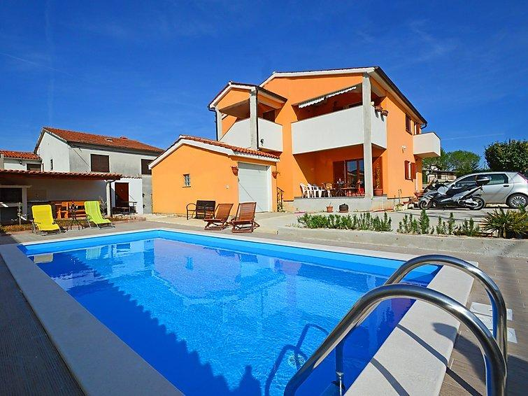 casa per 12 persone con grande piscina