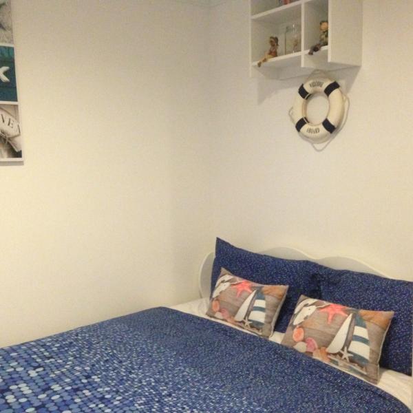 Acogedora cama en otra habitación