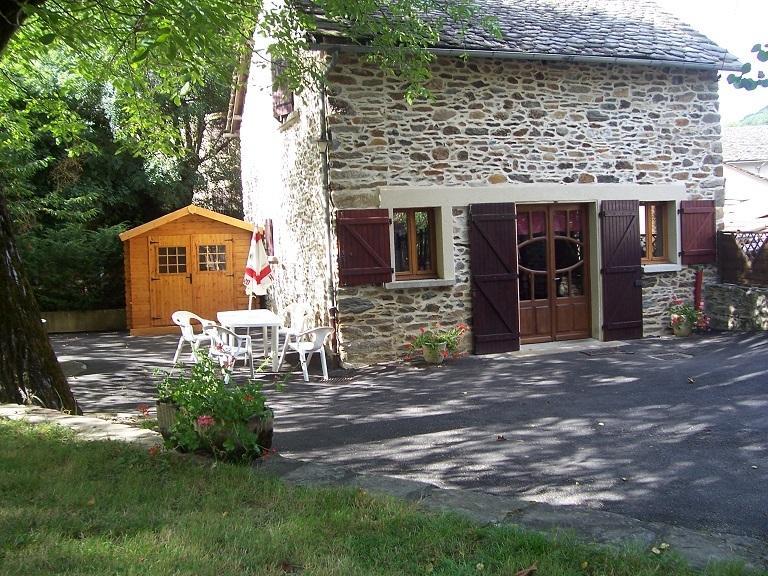 Location gîte meublé(5/7pers) à la campagne entre Rodez et Albi au bord du VIAUR, vacation rental in Naucelle