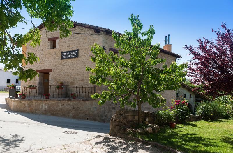 Casa Rural Aranaratxe, vacation rental in Urdiain