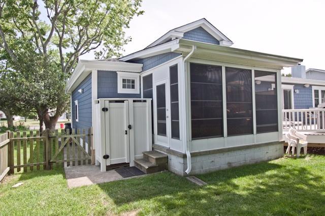 Enclosed porch (pre-deck addition).