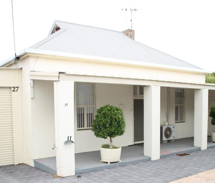 Port Augusta Holiday Rental - 'Squatters Cottage' your home away from home.