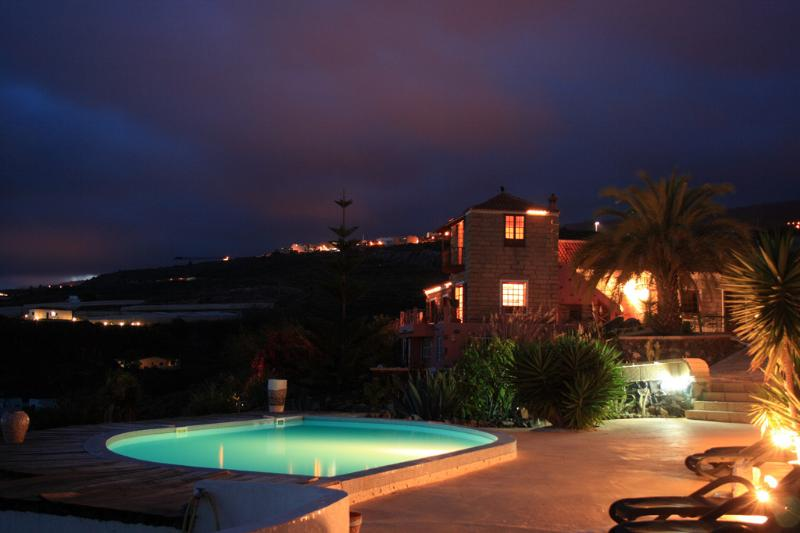 Finca by night
