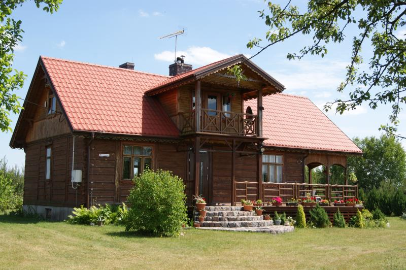 Village House near the River, location de vacances à Ostroleka