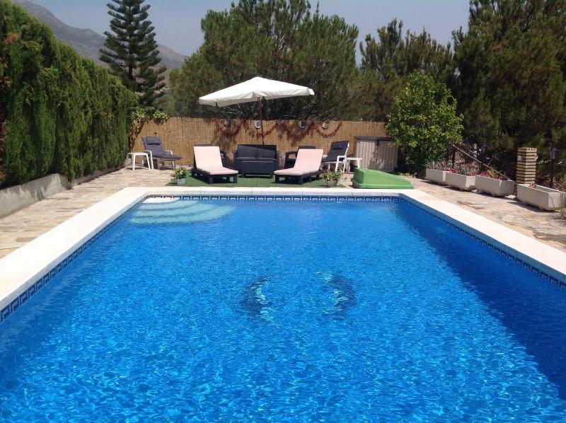 Gran 10 metros x piscina privada de 6 metros de terraza con vistas al lago y montañas con orientación sur.