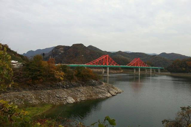 Enjoy the view of the Han River valley from the new bridge.