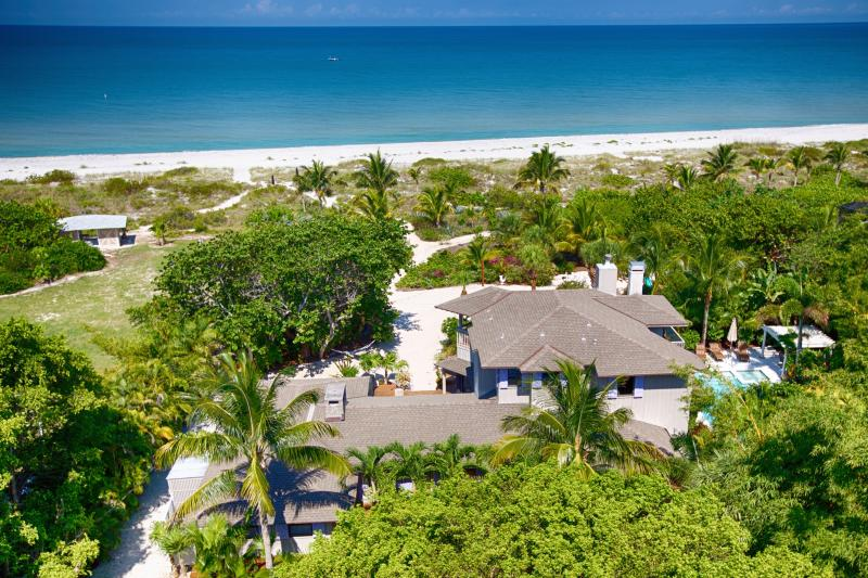 Gulf-front,ON Beach ,Prvt.'Resort' ,FamilyFriendly, Events, 20X40 Htd Pool & SPA, location de vacances à Île de Captiva