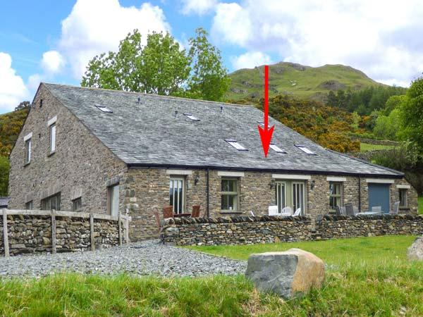 GHYLL BANK BARN, barn conversion, underfloor heating, patio with furniture, holiday rental in Staveley