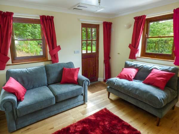 PENLON, Grade II listed, WiFi, woodburner, river fishing rights, near Capel, vacation rental in Devil's Bridge (Pontarfynach)