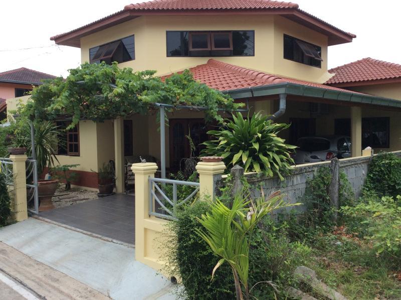 denis guest house, holiday rental in Sattahip