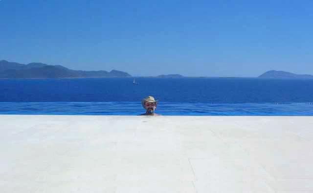 MAGNIFICENT MODERN SEA FRONT VILLA  WITH PRIVATE BEACH OVERLOOKING THE OCEAN., location de vacances à KAS