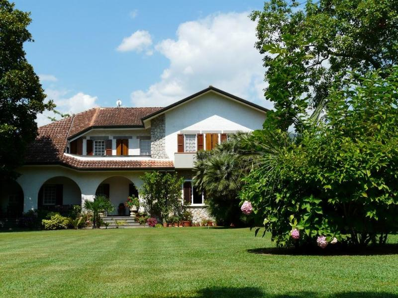 Versilia Luxury Villa, swimming pool, extremely cared garden, bycicles, barbecue, holiday rental in Poveromo